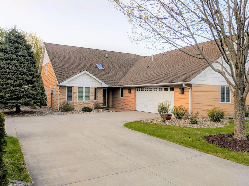 2022 Hunters Ridge, Mason City, Iowa 50401-7500, 2 Bedrooms Bedrooms, ,2 BathroomsBathrooms,Single Family,For Sale,Hunters Ridge,5564893