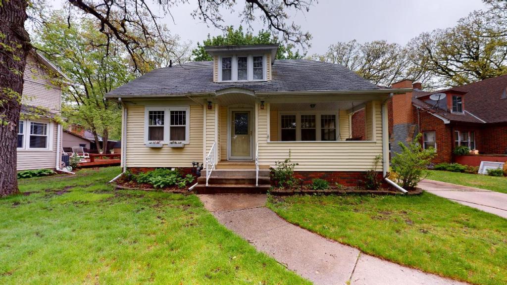 812 Hampshire, Mason City, Iowa 50401-2442, 3 Bedrooms Bedrooms, ,2 BathroomsBathrooms,Single Family,For Sale,Hampshire,5568900