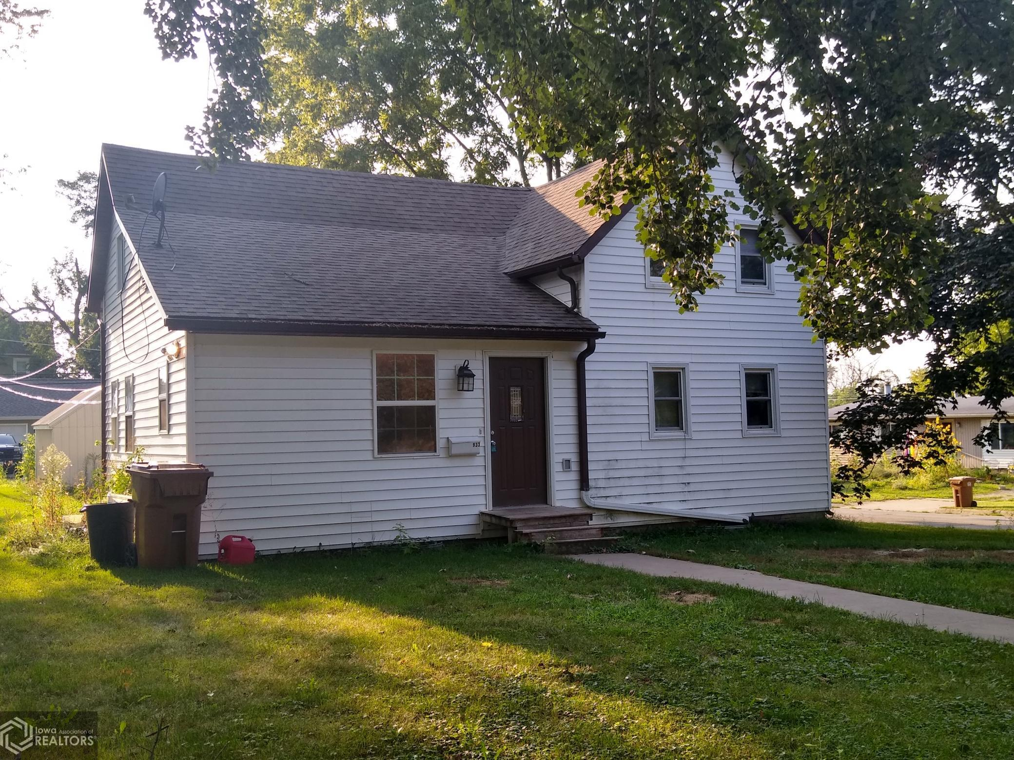 933 Center, Grinnell, Iowa 50112-1962, 4 Bedrooms Bedrooms, ,1 BathroomBathrooms,Single Family,For Sale,Center,6093911