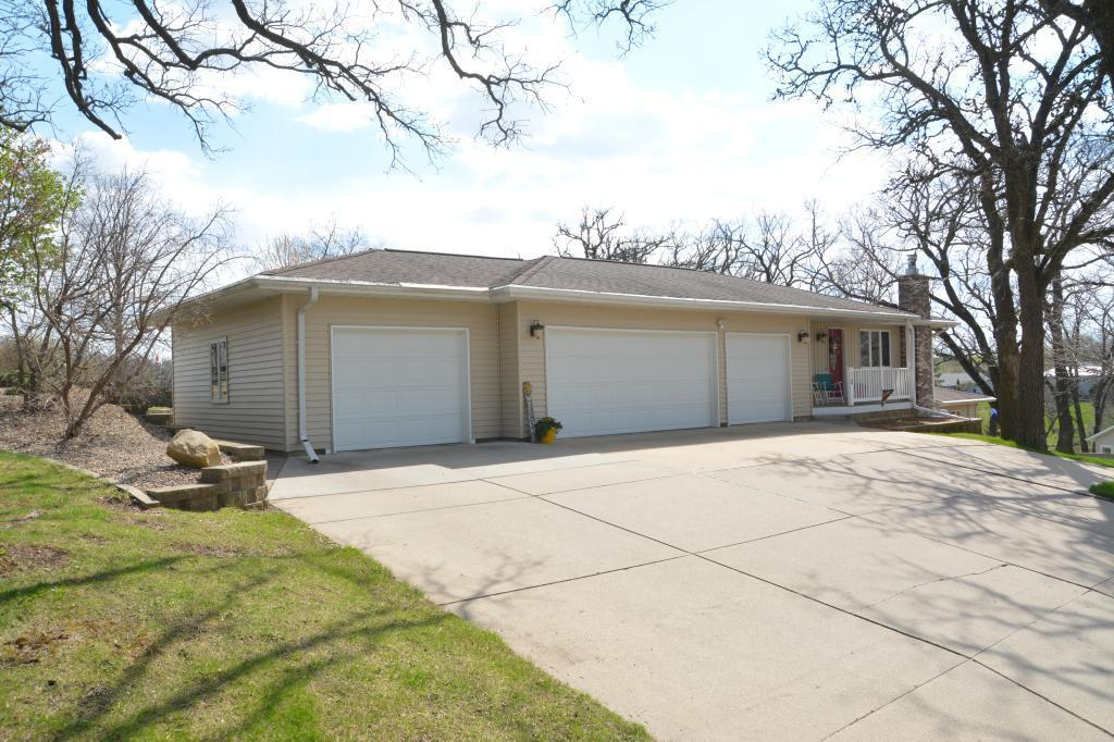 10 Fore Seasons, Grinnell, Iowa 50112-3006, 4 Bedrooms Bedrooms, ,1 BathroomBathrooms,Single Family,For Sale,Fore Seasons,5557916