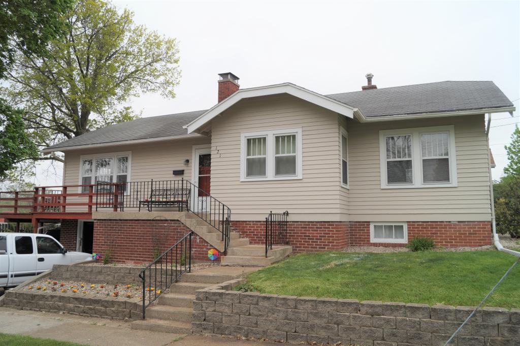 121 14th, Newton, Iowa 50208-3411, 3 Bedrooms Bedrooms, ,1 BathroomBathrooms,Single Family,For Sale,14th,5566936