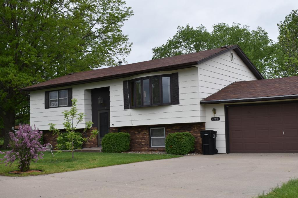 1103 Mary, Ottumwa, Iowa 52501, 4 Bedrooms Bedrooms, ,2 BathroomsBathrooms,Single Family,For Sale,Mary,5568939