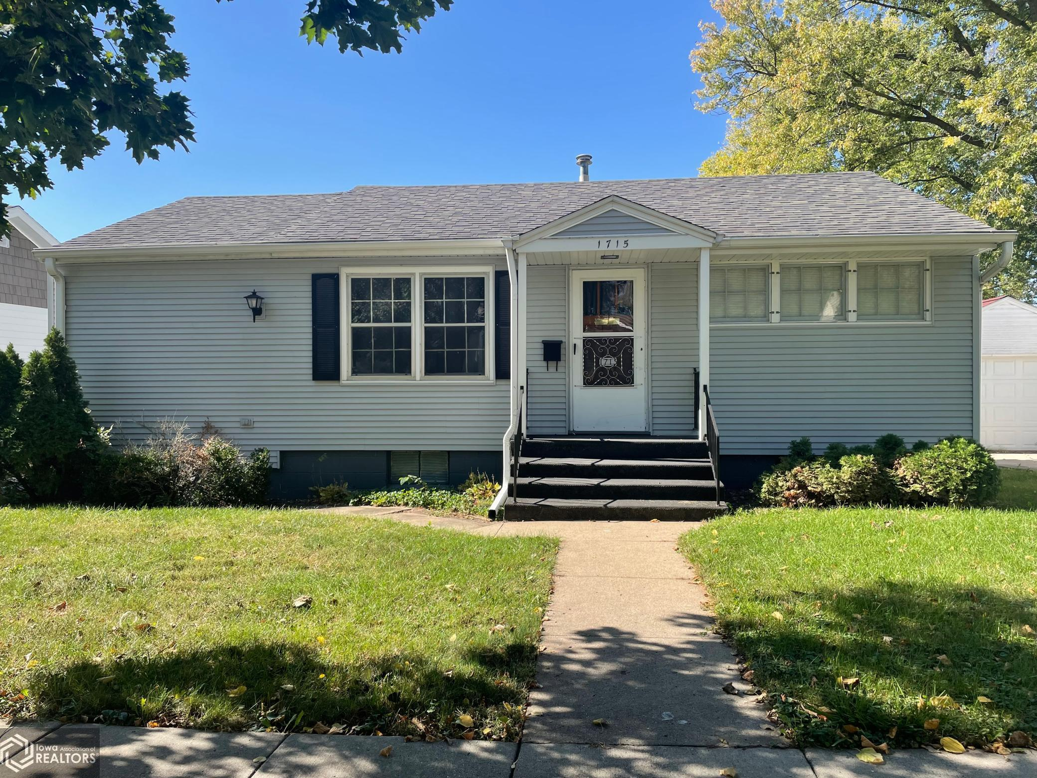 1715 3rd, Perry, Iowa 50220-1310, 2 Bedrooms Bedrooms, ,1 BathroomBathrooms,Single Family,For Sale,3rd,6113941
